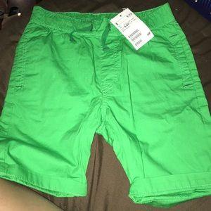 New H&M shorts green